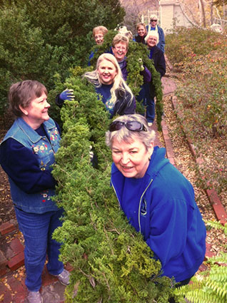 Master Gardeners Decorate for the Holidays